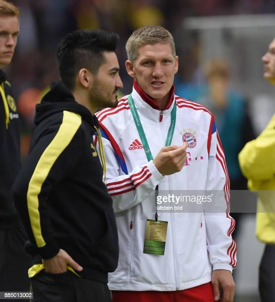 FUSSBALL DFB Borussia Dortmund FC Bayern Muenchen Bastian Schweinsteiger im Gespraech mit Ilkay Guendogan