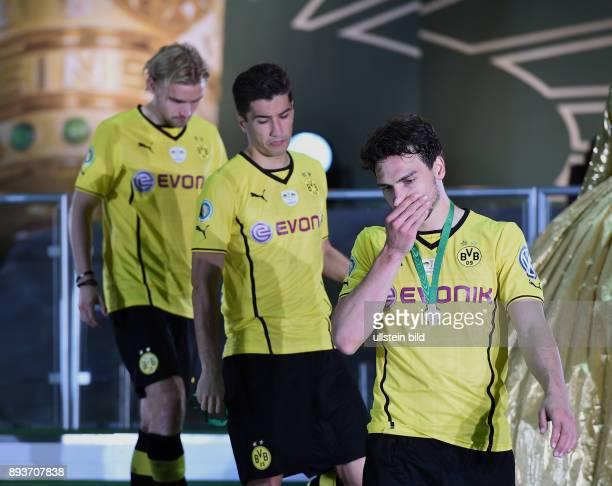 FUSSBALL DFB Borussia Dortmund FC Bayern Muenchen Enttaeuschung Borussia Dortmund Mats Hummels Nuri Sahin und Marcel Schmelzer