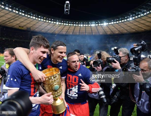FUSSBALL DFB Borussia Dortmund FC Bayern Muenchen Bayern Muenchen Pierre Emile Hojbjerg Daniel van Buyten und Franck Ribery praesentieren den...