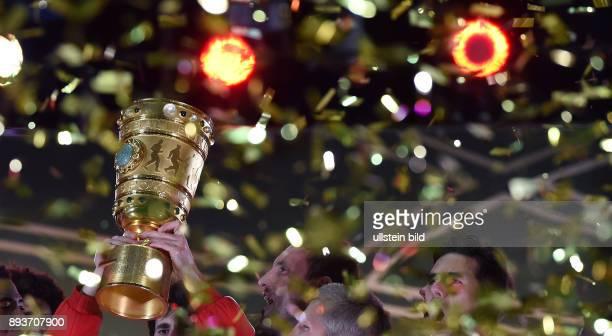 FUSSBALL DFB Borussia Dortmund FC Bayern Muenchen Bayern Muenchen Pott mit Glitter