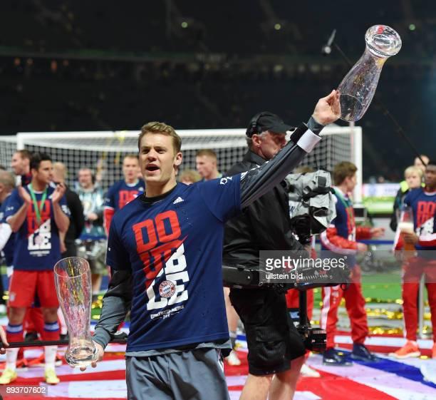 FUSSBALL DFB Borussia Dortmund FC Bayern Muenchen Bayern Muenchen Torwart Manuel Neuer mit leeren Weissbierglaesern