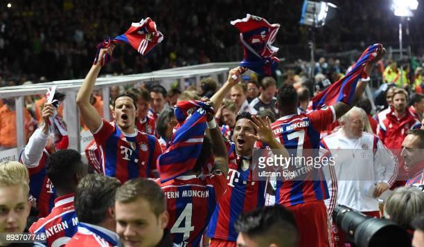 FUSSBALL DFB Borussia Dortmund FC Bayern Muenchen Bayern Muenchen Daniel van Buyten Dante Claudio Pizarro und Jerome Boateng