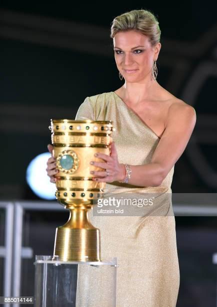 FUSSBALL DFB Borussia Dortmund FC Bayern Muenchen Maria HoeflRiesch traegt den DFBPokal zum Podium