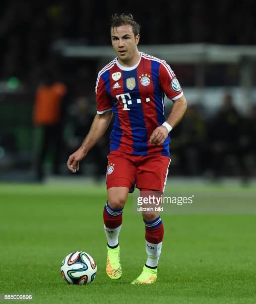 FUSSBALL DFB Borussia Dortmund FC Bayern Muenchen Mario Goetze am Ball