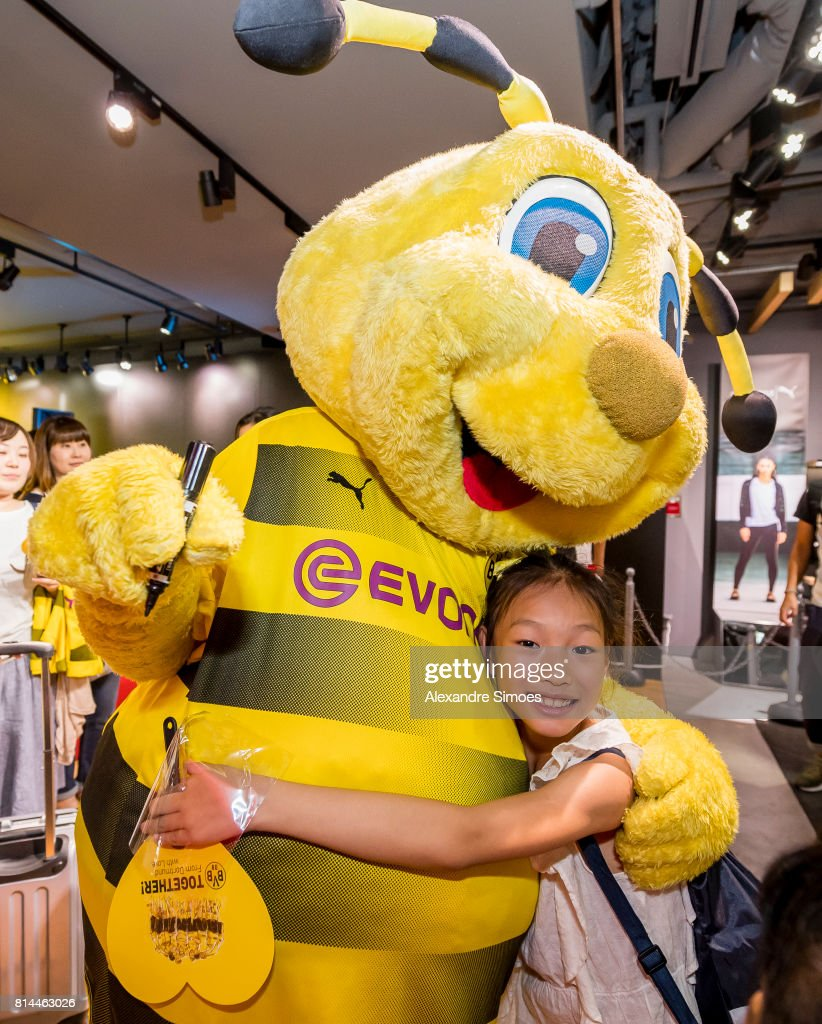 Borussia Dortmund Mascot Emma During A Meet And Greet With Fans In News Photo Getty Images