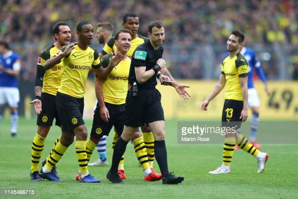 Borussia Dortmund players appeal to referee Felix Zwayer during the Bundesliga match between Borussia Dortmund and FC Schalke 04 at Signal Iduna Park...