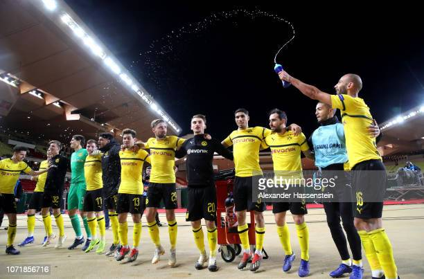 Borussia Dortmund players celebrate after the UEFA Champions League Group A match between AS Monaco and Borussia Dortmund at Stade Louis II on...