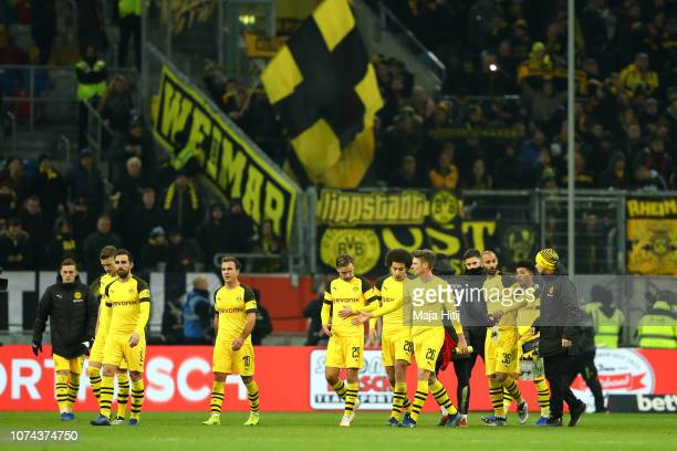Borussia Dortmund players looks dejected following thier sides defeat in the Bundesliga match between Fortuna Duesseldorf and Borussia Dortmund at...