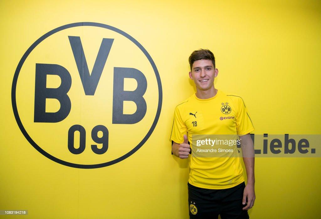Borussia Dortmund Unveils New Signing Leonardo Balerdi : News Photo