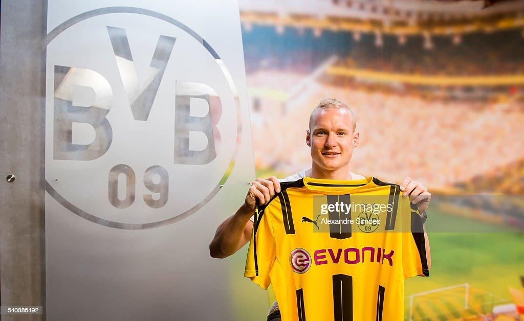 Borussia Dortmund Unveils New Signing Sebastian Rode : News Photo