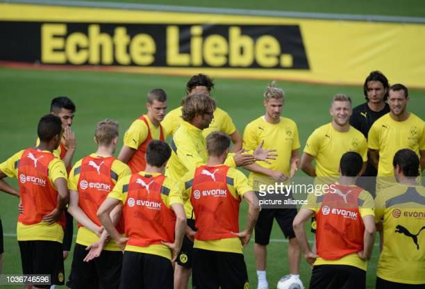 Borussia Dortmund's head coach Juergen Klopp talks to his team during the first practice session in Bad Ragaz, Switzerland, 11 July 2013. Borussia...