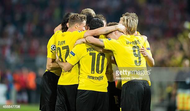 Borussia Dortmund's PierreEmerick Aubameyang celebrates scoring the goal to the 20 with his team mates Ciro Immobile Henrikh Mkhitaryan and Erik Durm...