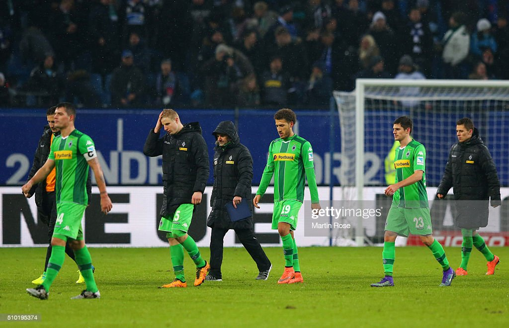 Borussia Moenchengladbach players look dejected in defeat after the Bundesliga match between Hamburger SV and Borussia Moenchengladbach at Volksparkstadion on February 14, 2016 in Hamburg, Germany.