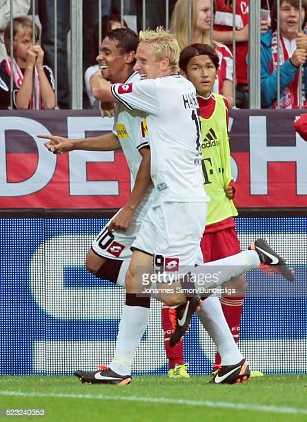Borussia-Spieler und Torschuetze Igor de Camargo freut sich nach seinem 1-0-Torschuss mit Team-Kamerad Mike Hanke beim Bundesliga Spiel zwischen dem...
