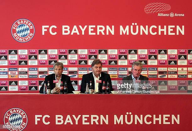 Borussia-Trainer Lucien Favre, FCB-Pressesprecher Markus Hoerwick und Bayern-Trainer Jupp Heynckes besuchen nach dem Bundesliga Spiel zwischen dem FC...