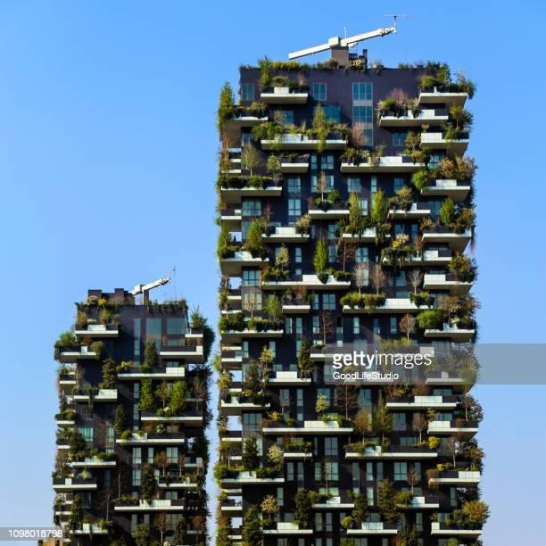 bosco verticale in milan - bosco verticale milano foto e immagini stock