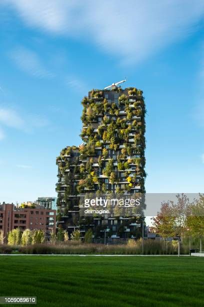 bosco verticale, milan, italy. - sustainable architecture stock pictures, royalty-free photos & images
