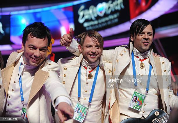 Bosnia an Herzegovinia's entry into the Eurovision 2009 song contest Regina celebrate after the first semifinal round in Moscow on May 12 2009 AFP...