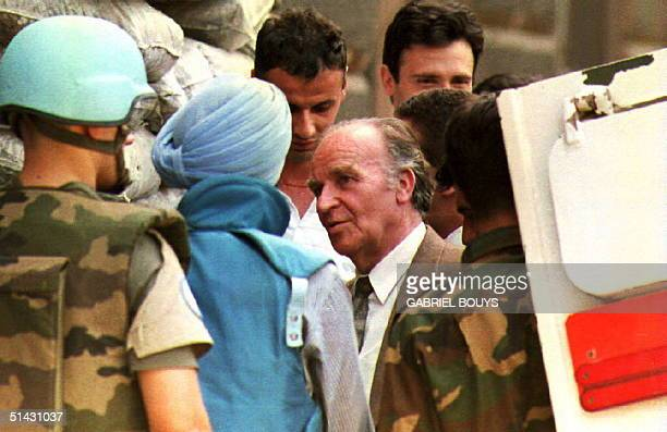Bosnia President Alija Izetbegovic is escorted by UN and Moslem soldiers as he arrives in Sarajevo 22 August 1993 Fierce fighting resumed in several...