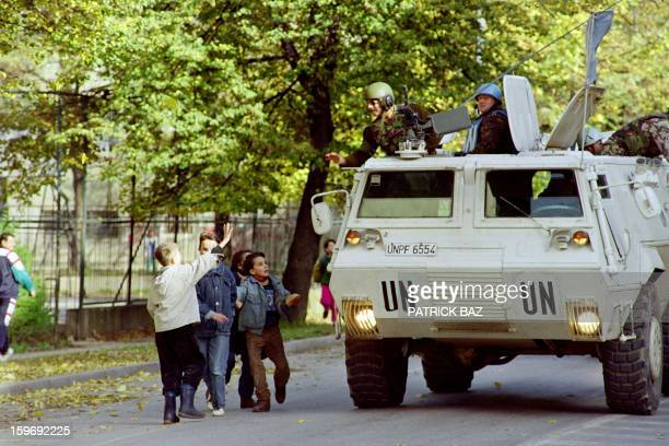 Bosnian children cheer Egyptian soldier from the UN forces patrolling in Sarajevo on October 25 1992 AFP PHOTO PATRICK BAZ