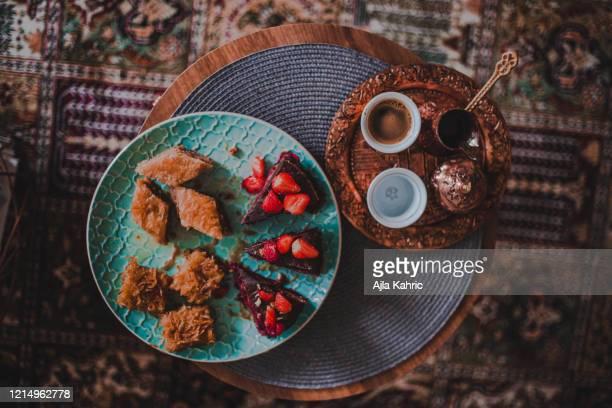 bosnian food, turkish coffee, sweet tooth, cake, chocolate cake, baklava, turkish sweets, bosnian baklava, balkans food, balkans; eid food, eid family food, eid sweets - eid al adha stock-fotos und bilder