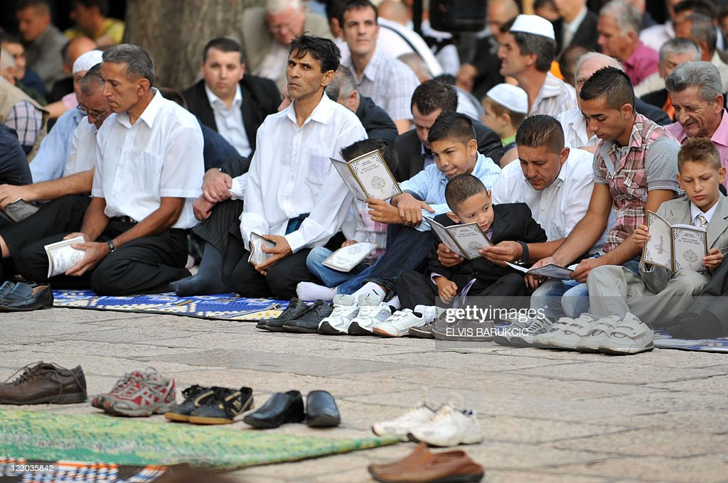 Amazing Celebration Eid Al-Fitr Feast - bosnian-muslims-pray-on-august-30-celebrating-the-start-of-the-eid-picture-id123035842  You Should Have_337224 .com/photos/bosnian-muslims-pray-on-august-30-celebrating-the-start-of-the-eid-picture-id123035842