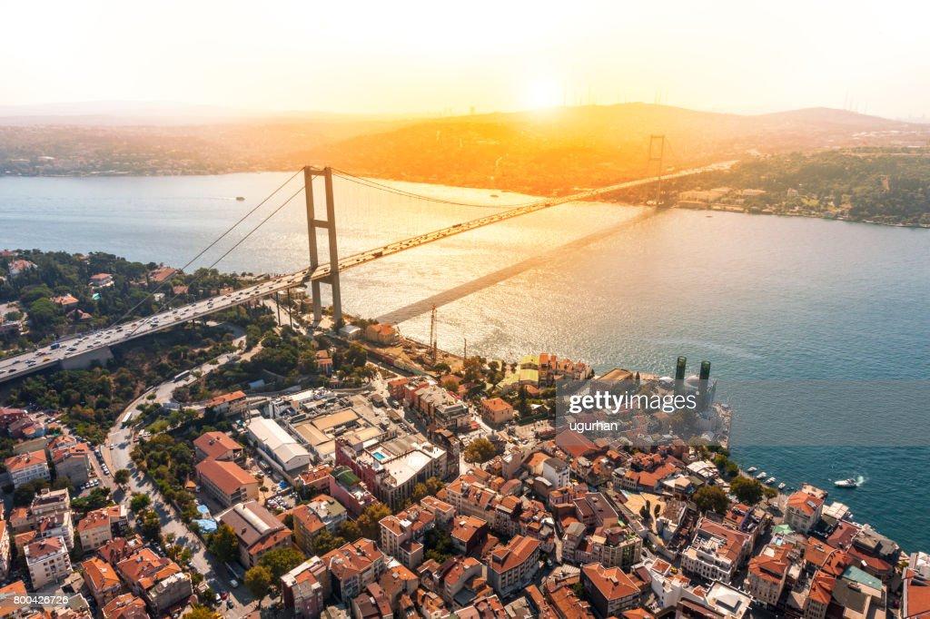 Puente del Bósforo en Estambul : Foto de stock