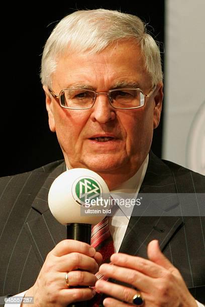 DFB Boss Theo Zwanziger hier bei der DFB Feier 30 Jahre Stiftung Sepp Herberger in der Koeniglichen Reithalle Cavallo in Hannover