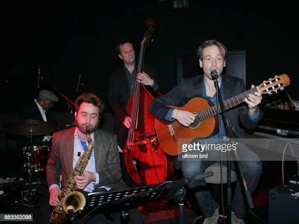 Bossa Nova Three Musikgruppe Bossa Nova D Saenger Felix Astor mit Band Auftritt Verve Club Berlin