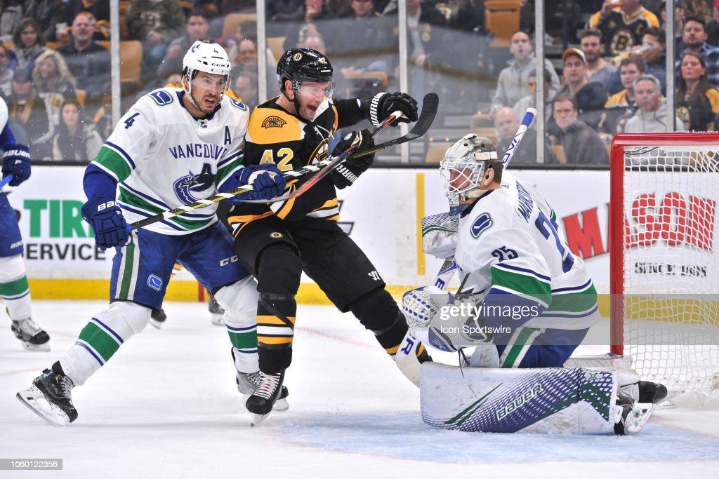 NHL: NOV 08 Canucks at Bruins : News Photo