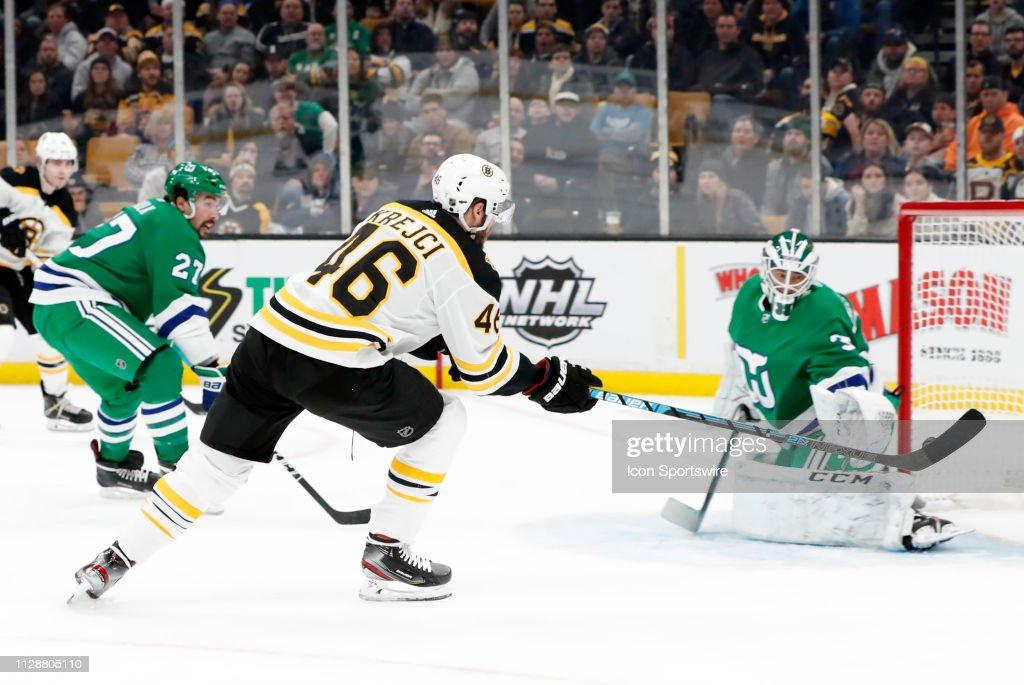 NHL: MAR 05 Hurricanes at Bruins : News Photo