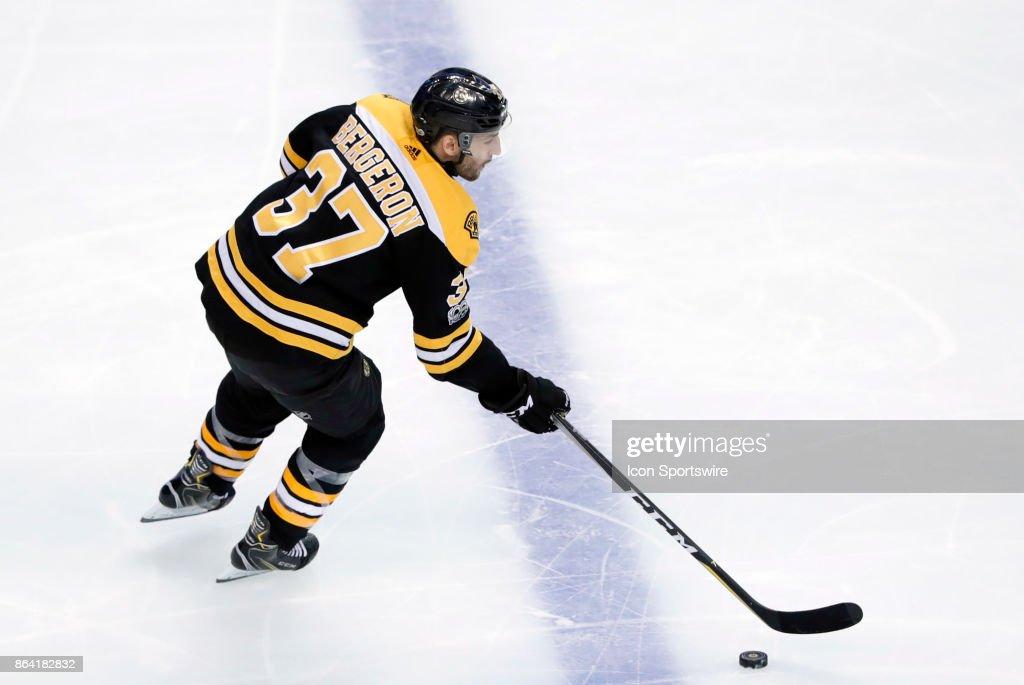 NHL: OCT 19 Canucks at Bruins : News Photo