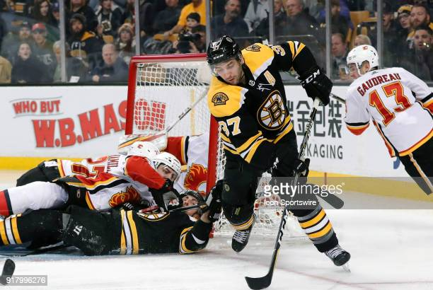 Boston Bruins center Patrice Bergeron tries to latch onto the puck with a pile in the crease during a game between the Boston Bruins and the Calgary...