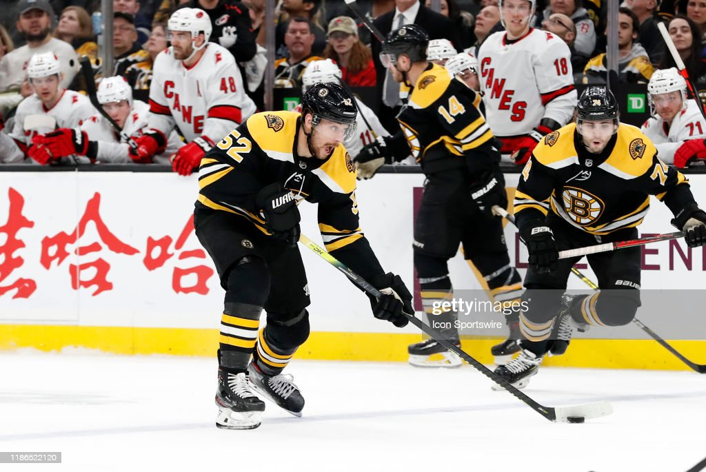 NHL: DEC 03 Hurricanes at Bruins : News Photo