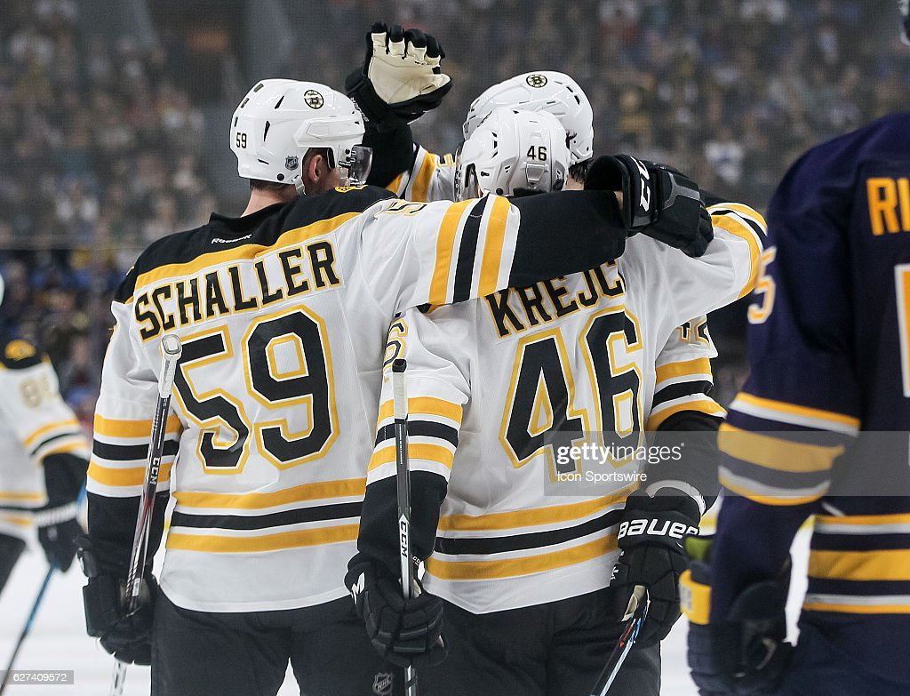 NHL: DEC 03 Bruins at Sabres : News Photo