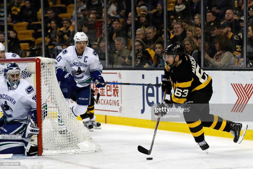 NHL: FEB 11 Canucks at Bruins : News Photo