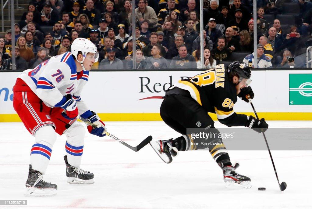 NHL: NOV 29 Rangers at Bruins : News Photo