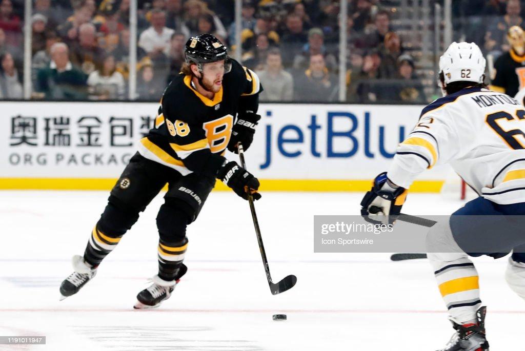 NHL: DEC 29 Sabres at Bruins : News Photo