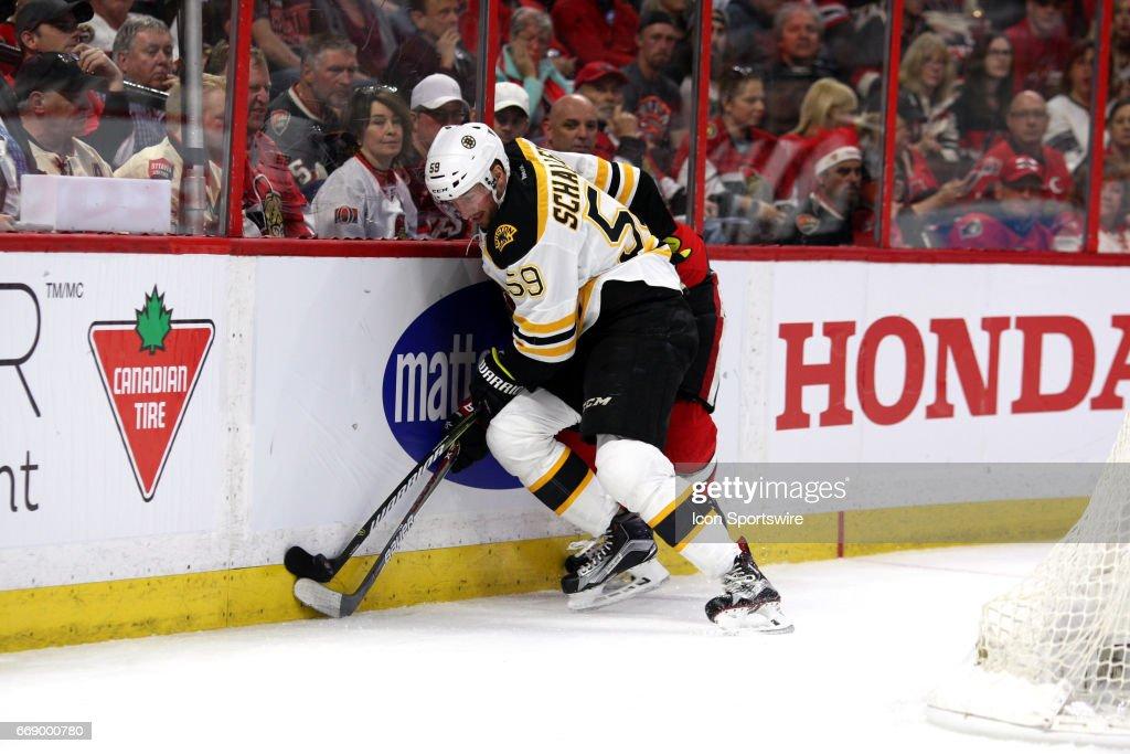 NHL: APR 15 Round 1 Game 2 - Bruins at Senators : Foto jornalística