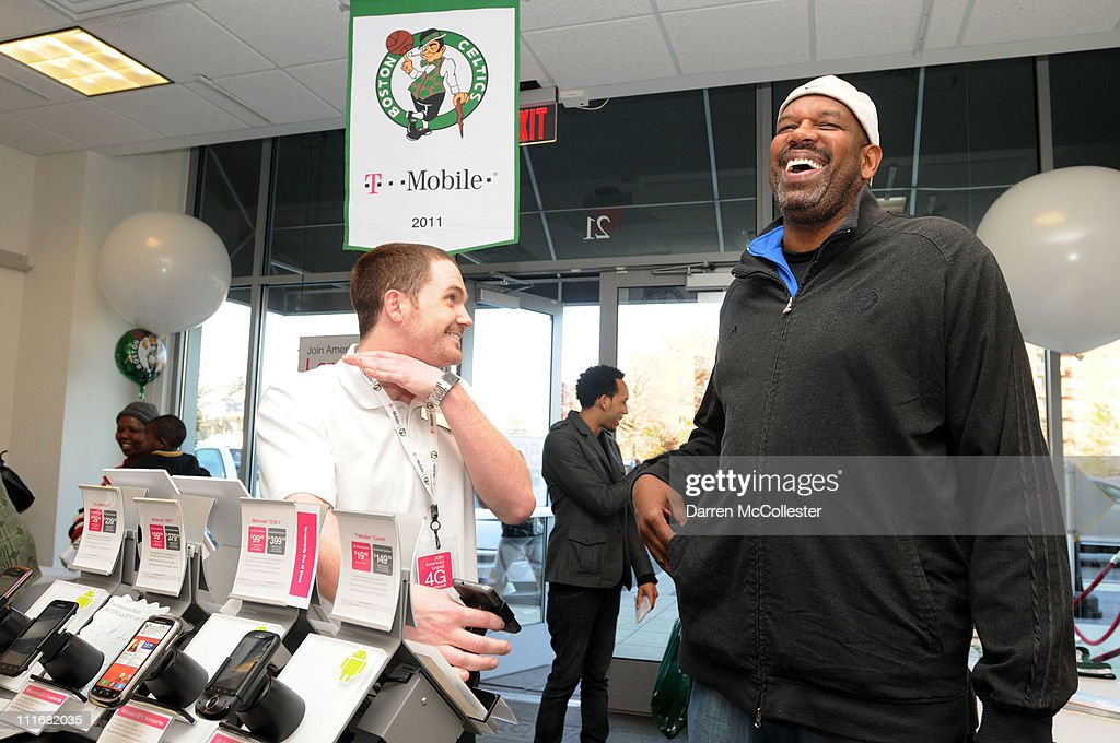 T-Mobile Celebrates Partnership With Boston Celtics With Tip Off Tuesdays And Meet & Greet With Cedric Maxwell