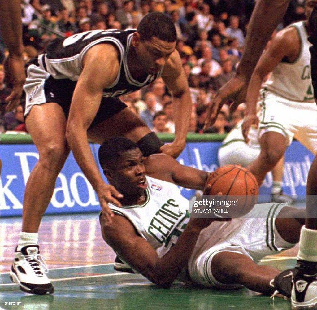 Boston Celtics' Eric Williams (below) battles for : News Photo