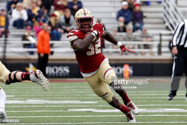 Boston College running back Jon Hilliman runs the ball during a game between the Boston College Eagles and the Central Michigan Chippewas on...