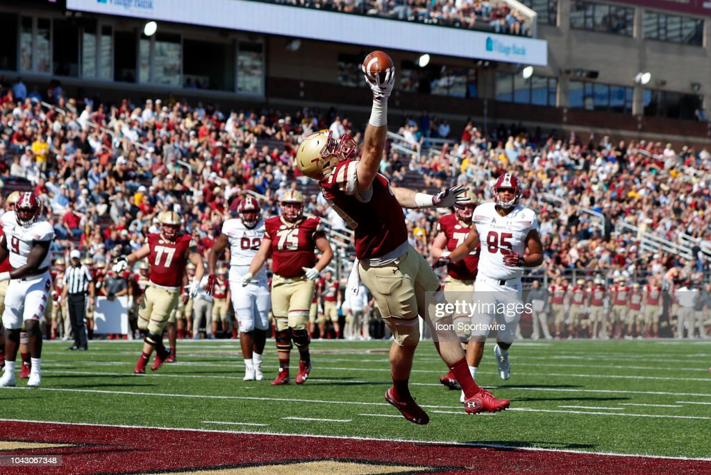 buy online c81b9 74c29 Boston College tight end Tommy Sweeney hauls in a pass for a ...