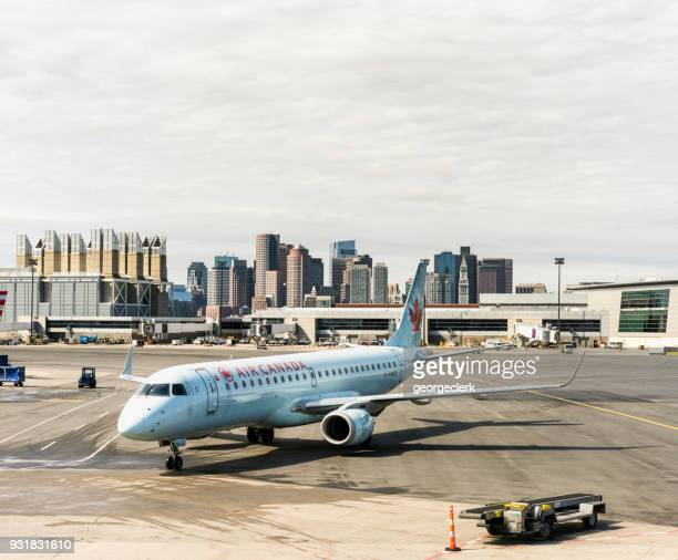 muelle de boston - air canada fotografías e imágenes de stock