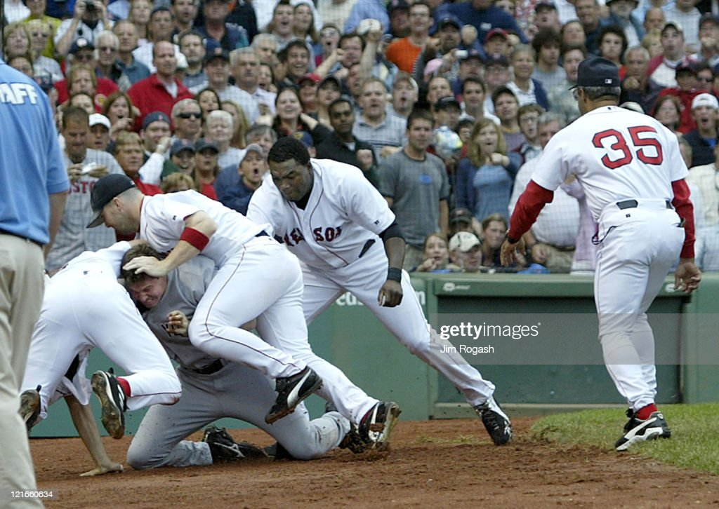 New York Yankees vs Boston Red Sox - July 23, 2004 : News Photo