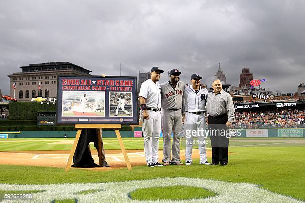 Boston Red Sox designated hitter David Ortiz pose for a group photo with Detroit Tigers first baseman Miguel Cabrera , left, designated hitter Victor...