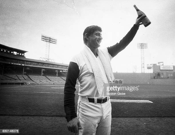 Boston Red Sox player Carl Yastrzemski salutes Fenway Park after his final game on Oct 1 1983