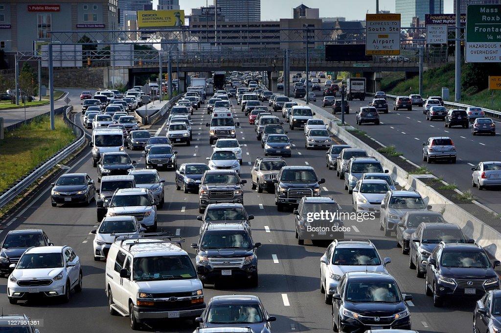 Traffic Is Rising : News Photo