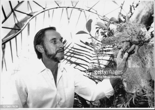 Botanical Gardens Dr Ben Wallace Horticulturalist Botanist with the Ant Plant in the new Class house September 16 1990