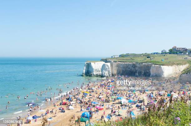 botany bay, broadstairs on 25 june 2020. sun seekers in the midst of the coronavirus.. - bay of water stock pictures, royalty-free photos & images